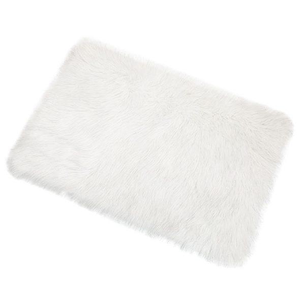 white-fluffy-rug