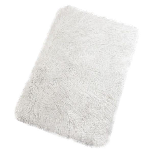 white fluffy mat